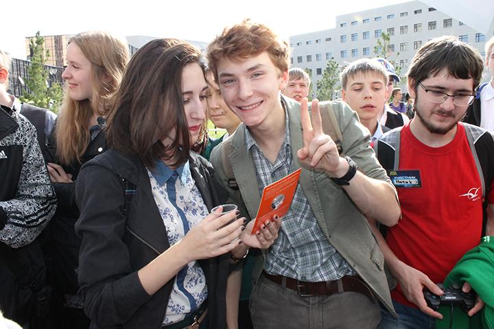 Фото к НГУ — это космос: ИЦАЭ Новосибирска занял свое место во вселенной Open Space Picnic